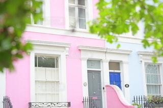 ピンク色の家の写真・画像素材[4286215]