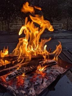 焚き火の写真・画像素材[4097923]