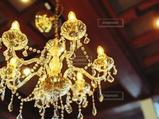 アクセサリー,電球,ライト,シャンデリア,ランプ,キラキラ,王冠,照明,明るい,照明器具,金,ゴールド,ファンシー,天井器具