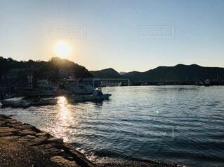 自然,海,空,夕日,屋外,国内,ビーチ,ボート,夕暮れ,船,水面,山,キラキラ,旅行,日本,Travel,trip,車両,水上バイク