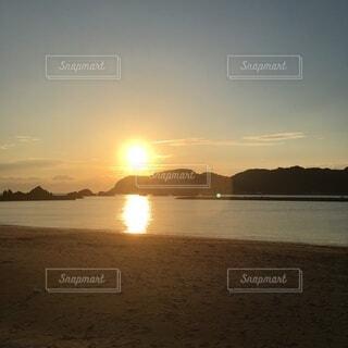 海,空,屋外,太陽,朝日,雲,岩,日の出