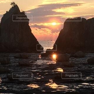 自然,海,空,屋外,太陽,朝日,雲,岩,日の出