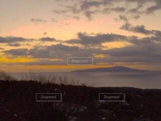 海,朝日,雲,島,正月,お正月,日の出,新年,初日の出,夜明け前,日の出直前