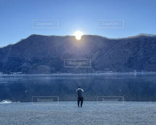 風景,湖,朝日,水面,正月,お正月,日の出,新年,初日の出,冬の空,富士五湖,西湖