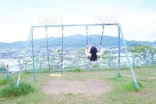 公園でブランコの写真・画像素材[4090982]