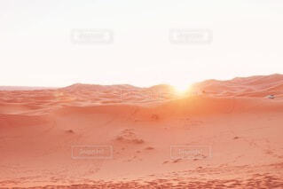 自然,風景,屋外,海外,太陽,朝日,砂,オレンジ,光,旅行,砂漠,旅,正月,砂丘,お正月,日の出,海外旅行,モロッコ,一人旅,新年,初日の出,希望,サハラ砂漠,感動旅