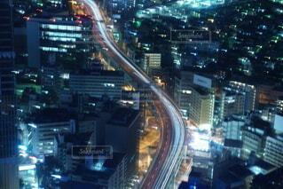 高速道路が中心を通る写真の写真・画像素材[4091356]