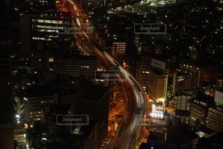 光が少ない都市部の夜景の写真・画像素材[4091357]