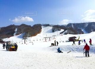 家族,自然,風景,空,冬,雪,屋外,青空,山,人物,スキー,運動,スノボ,ゲレンデ,スノーボード,斜面,初めて,ウィンタースポーツ,日中,初心者,ウインタースポーツ,スキーリゾート,スポーツ用品,スキー用具