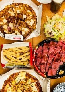 食べ物,食事,料理,おいしい,パーティー,出前,ローストビーフ,ポテト,宅配,テイクアウト,ピザ,デリバリー,お持ち帰り