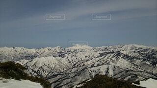 雪に覆われた山と山脈の写真・画像素材[4091911]