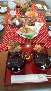 食卓の上の食べ物の写真・画像素材[4093036]