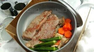 雪山で食べるステーキの写真・画像素材[4113865]