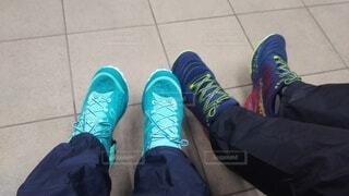 2人の新しい靴の写真・画像素材[4196496]