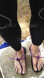 ワラーチを履いた足元の写真・画像素材[4196493]