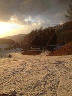 冬,夕日,雪,屋外,夕焼け,雪山,運動,ウィンタースポーツ