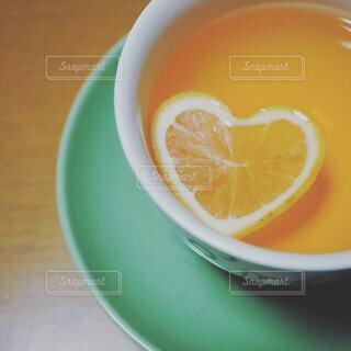 カフェ,屋内,緑,テーブル,果物,皿,ハート,リラックス,レモン,カップ,紅茶,おうちカフェ,ドリンク,おうち,ライフスタイル,飲料,柑橘類,ボウル,クエン酸,おうち時間,マイヤーレモン