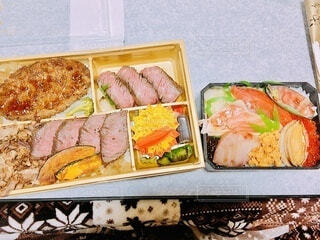 テイクアウトの海鮮弁当と焼肉弁当の写真・画像素材[4169152]