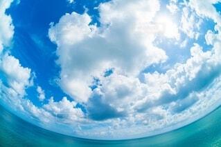 澄んだ青空の写真・画像素材[4150209]