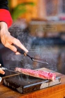 ビーフステーキの実演調理の写真・画像素材[4159014]