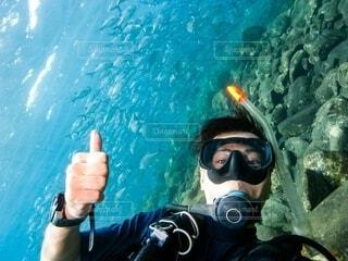 海で泳ぐスキューバダイバーの写真・画像素材[4159848]