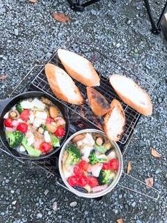 食べ物,食事,野菜,地面,フランスパン,BBQ,アヒージョ,キャンプ飯