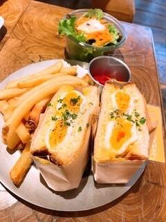 食べ物,ランチ,パン,サンドイッチ,ホットサンド,フライドポテト,菓子,ファストフード,主食,卵サンド
