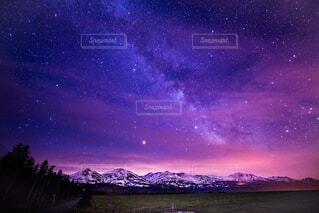 自然,風景,空,夜,夜空,雪,屋外,星空,北海道,夜明け,星,天の川,美瑛,夜明け前,美瑛町,十勝岳,美瑛富士,インスタ映え,天文学,十勝連峰,十勝岳連峰,美瑛岳