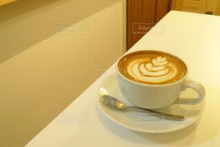 コーヒー,屋内,アート,テーブル,スプーン,食器,カップ,エスプレッソ,カフェラテ,紅茶,ラテアート,カフェオレ,ドリンク,ラテ,コーヒー牛乳,飲料,ホワイトコーヒー,コーヒー カップ,受け皿