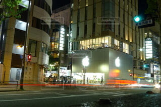 建物,夜景,屋外,車,都会,高層ビル,レーザービーム,明るい,福岡,通り,天神,テキスト,アップルストア,街路灯,大名