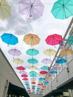 カラフルな傘の写真・画像素材[4112799]