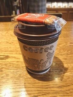 カフェ,コーヒー,屋内,テーブル,休憩,カップ,コーヒータイム,喫茶店,ビスコッティ,ドリンク,コーヒー カップ