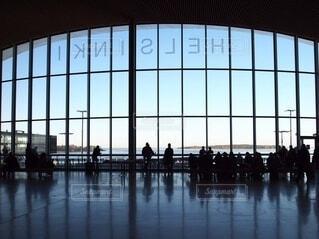 ヘルシンキ、船を待つ人々の写真・画像素材[4114907]