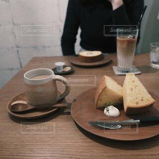 カフェでまったりコーヒータイムの写真・画像素材[4115619]