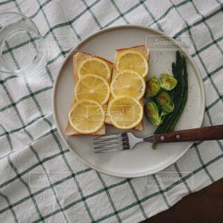 食べ物,カフェ,朝食,皿,トースト,レモン,おいしい,おうちカフェ,ライフスタイル,柑橘類,柑橘系,シトロン,おうち時間,レモントースト,アレンジトースト