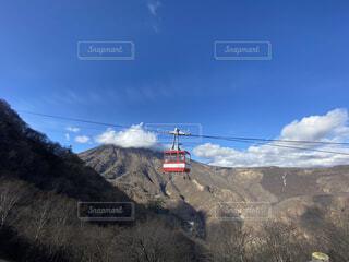 自然,空,屋外,雲,山,丘,ヘリコプター,航空機,車両