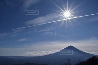 富士山と太陽の写真・画像素材[4116558]