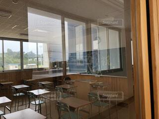 インテリア,屋内,窓,椅子,テーブル,床,デスク,オフィスビル,コーヒー テーブル