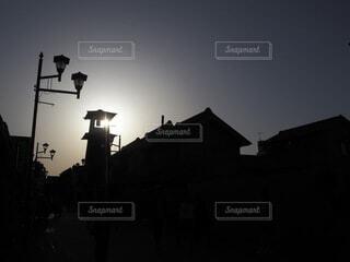 空,屋外,太陽,雲,夕暮れ,暗い,影,明るい,夕暮れ時,川越,時の鐘,街路灯