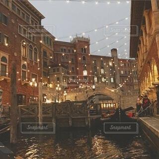 空,建物,夜,夜景,屋外,水面,光,都会,ゴンドラ