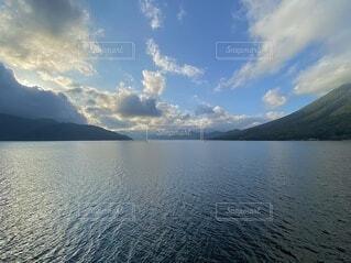 湖と青空の写真・画像素材[4174192]