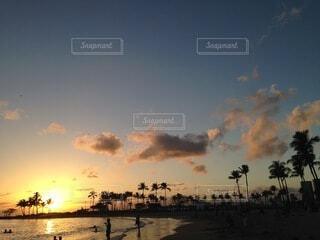 海,空,屋外,太陽,ビーチ,雲,青,砂浜,夕暮れ,海辺,水面,癒し,浜辺,beach,sunset,サンセット,波の音