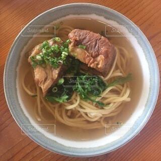 食べ物,食事,うどん,テーブル,皿,スープ,箸,レストラン,肉,麺,ラーメン,ボウル