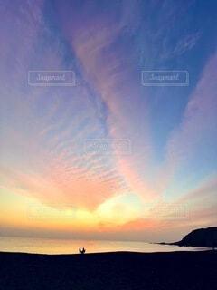 冬の空 うろこ雲と夕日との写真・画像素材[4125728]