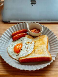 食べ物,朝食,屋内,パン,デザート,テーブル,皿,チーズ,おいしい,木目,菓子,レシピ,ファストフード,主食,成分