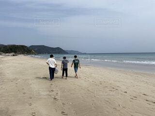 自然,海,空,夏,屋外,砂,ビーチ,砂浜,散歩,水面,海岸,景色,人物,人,日中