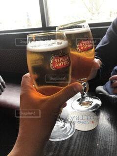 屋内,人物,人,ボトル,ビール,カクテル,ドリンク,ビールグラス,アルコール飲料,ソフトド リンク,パイントグラス,パイント