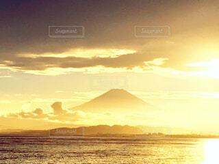黄金の富士山の写真・画像素材[4123772]