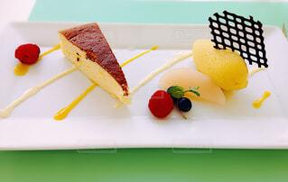 スイーツ,ケーキ,綺麗,デザート,フルーツ,オシャレ,食器,アイス,甘い,おいしい,デザート盛り合わせ