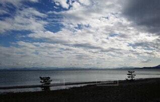 自然,風景,海,空,屋外,湖,ビーチ,雲,晴れ,青空,砂浜,水面,草,草木,日中